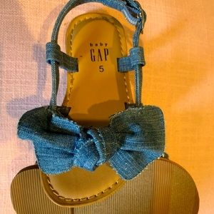 Blue jean bow sandals for toddler girl